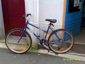 donne vélo ancien